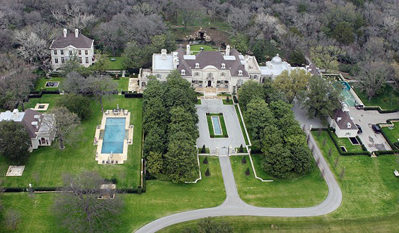 Crespi-Hicks-Estate-aerial-themodernsybarite