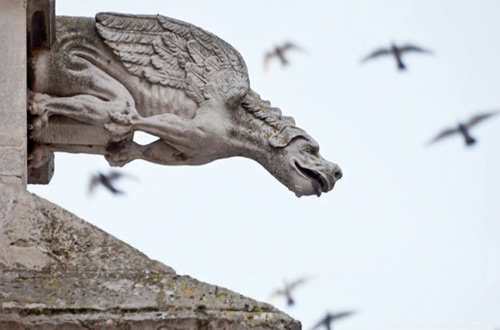 gargoyles-Palencia-Cathedral-Spain-main-themodernsybarite