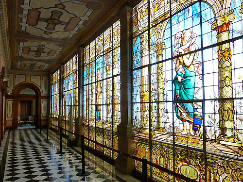 chapultepec-castle-stained-glass-hallway